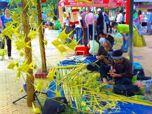 Nghệ nhân xếp lá dừa
